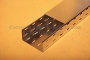 Крышка лотка для прокладки кабеля замкового перфорированного с основанием 200 ММ