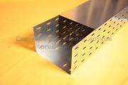 Монтаж крышки металлического лотка 300 мм